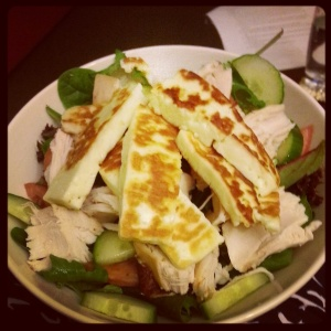 Chicken & haloumi salad